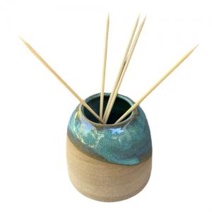 «AROMA POD», esmalte color turquesa con varillas de Bambú