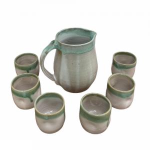 Set de Jarra «ROMA» y 6 vasos «DIMPLE», esmalte blanco borde verde